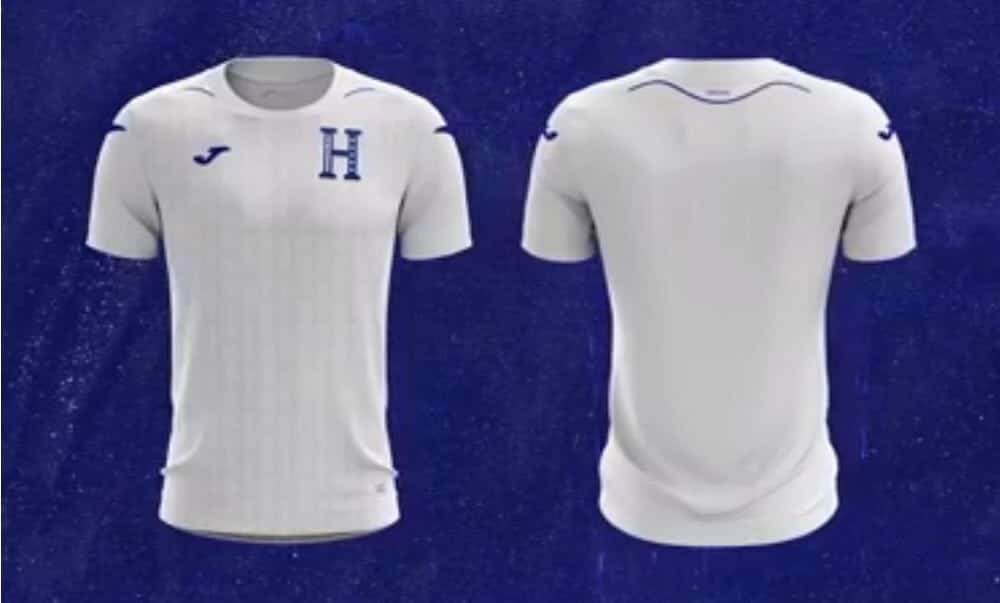 192c573b8 Blue Joma logos are placed on the sides of the shoulders and on the right  breast. The for mentioned  H  on the left breast is also coloured blue as  is the ...